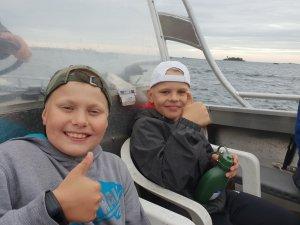 Pari matkaa vaelluksella tehtiin veneellä, vauhti oli hurja...